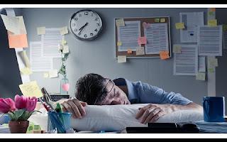 Um estudo recente, publicado pela conceituada revista The Lancet, feito com base em 25 pesquisas prévias, com dados de mais de 600 mil pessoas, afirma que as jornadas de trabalho extensas aumentam o risco de se ter um infarto ou de sofrer algum outro tipo de doença coronária.