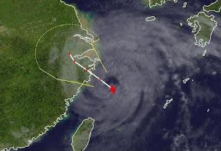 Taifun HAIKUI kurz vor Landfall bei Schanghai, China, Haikui, China, Schanghai, aktuell, Satellitenbild Satellitenbilder, Taifun Typhoon, Taifunsaison 2012, August, 2012,