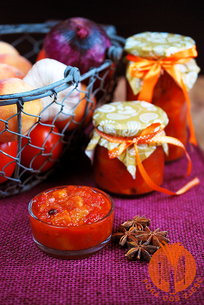 Chutnej pomidorowo brzoskwiniowy