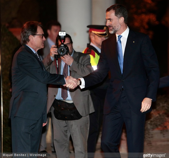 King Felipe VI of Spain shakes hands with the President of Catalonia's regional government Artur Mas (L) during the gala dinner for 'Mobile World Capital Barcelona' and 'GSMA' at the Palau de Pedralbes