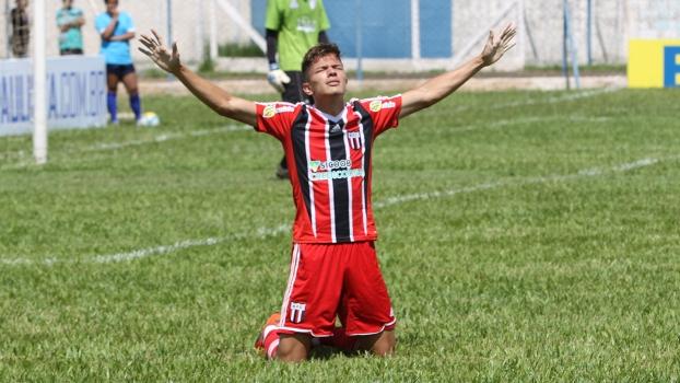Isaac Prado ficará no time alvinegro até dezembro de 2016