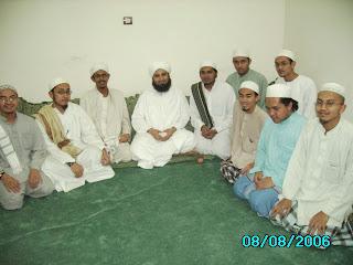 bersama rakan taulan semasa di Tareem , Hadhramuat , Yemen