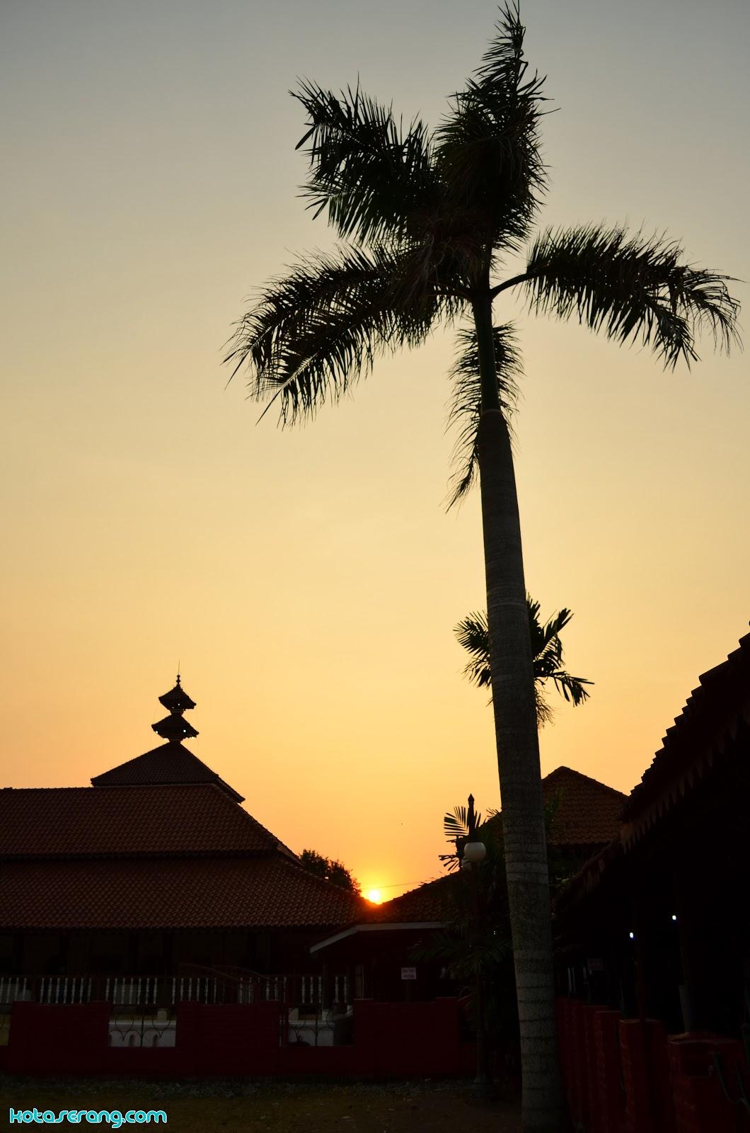 Kawasan Mesjid Agung Banten Senja Hari