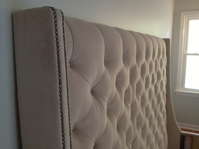 upholstered king sized tufted bed