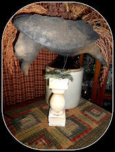 PRIMITIVE ULYSSES RAVEN ON PEDESTAL