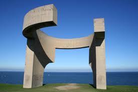 Imagen de escultura de Eduardo Chillida utilizada en el ensayo Uso de los materiales en el escultor Eduardo Chillida realizado por la academia de dibujo y pintura Artistas6 de Madrid