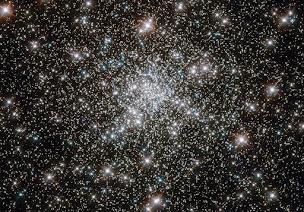Cúmulo globular de estrellas NGC 6752, tomada por el Hubble