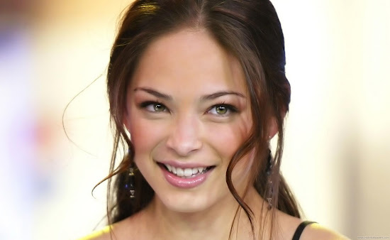 Actress Kristin Kreuk HQ Wallpaper-1440x1280