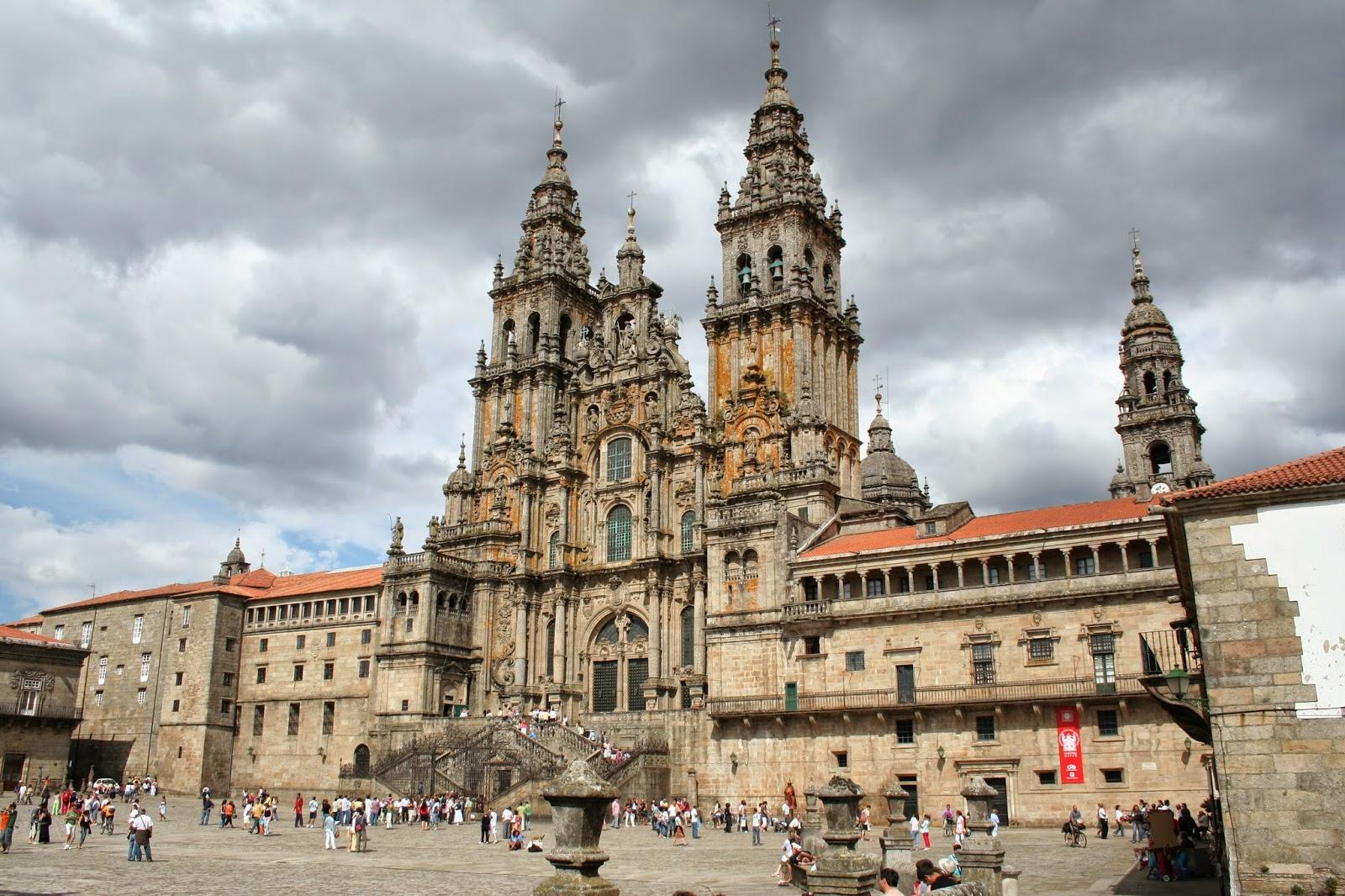 La Plaza del Obradoiro y la Catedral de Santiago de Compostela