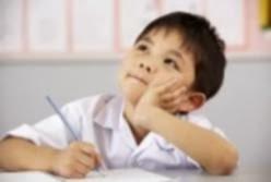 gambar anak menjaga konsentrasi tetap aktif dan kreatif belajar dalam kelas