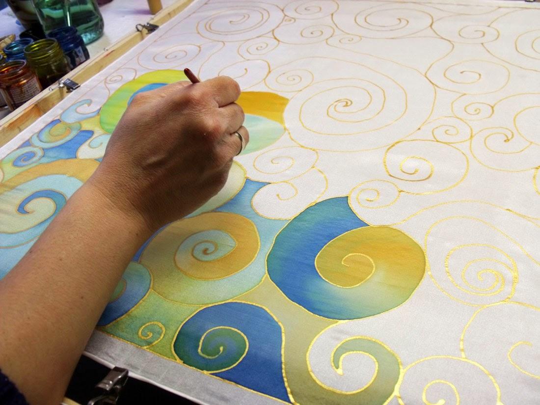 Kézműves foglalkozások felnőtteknek Budapesten: selyemfestő tanfolyam a Silkyway selyemfestő műhelyben