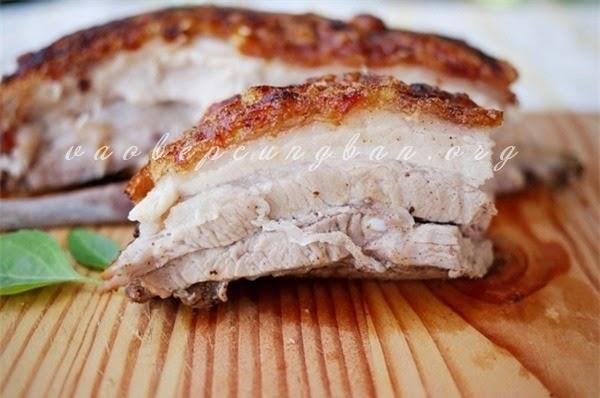 Bí quyết làm thịt ba chỉ quay giòn bì ngon mà đơn giản6