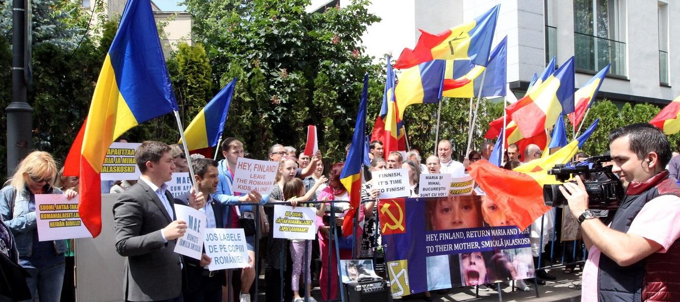Solidarity with Camelia Smicala and her children, Maria and Mihai Smicala Jalaskoski