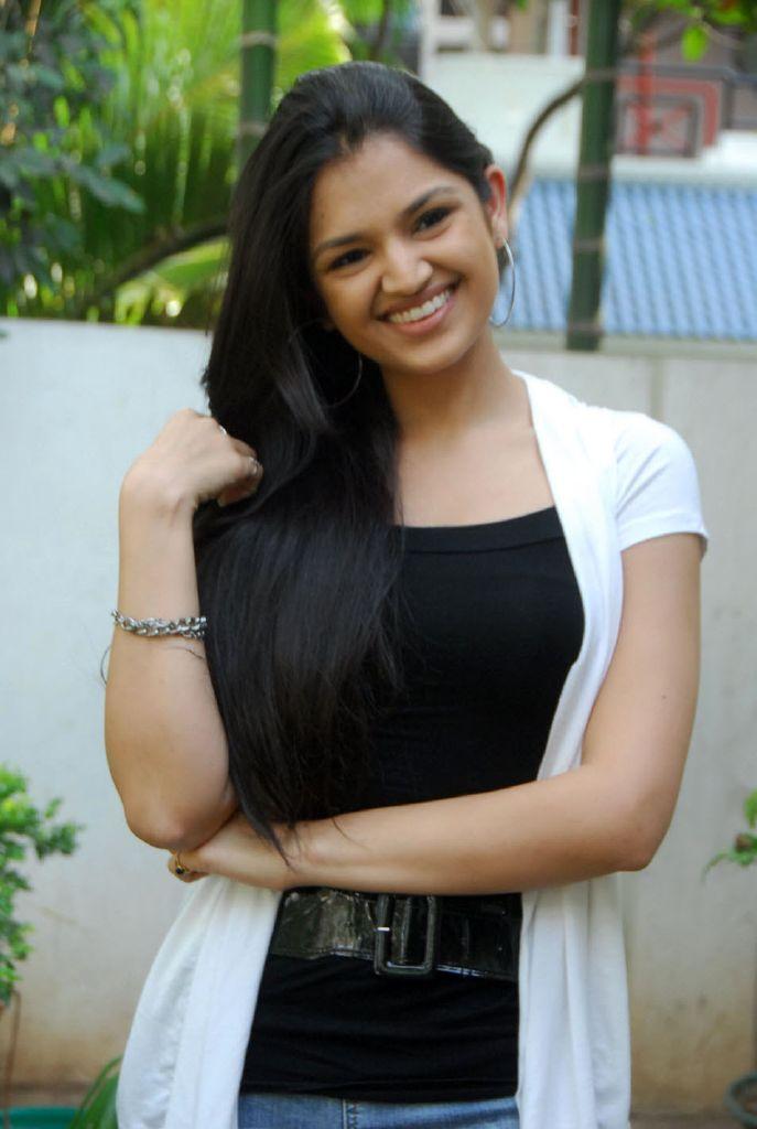 Thasha 100 % Love Actress Latest Cute Stills