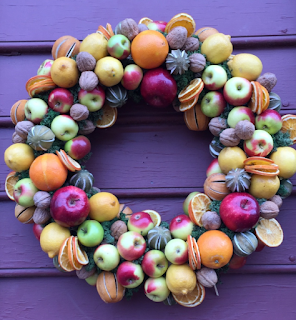 colonial Williamsburg, colonial christmas, wreath, fruit, natural decorations, virginia
