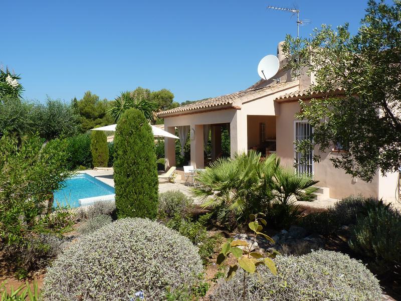 Locations de vacances promotionnelles calpe location derni re minute maison avec piscine for Jardin terrasse mediterraneen