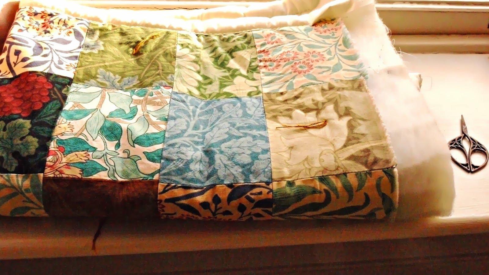 Porcupine Design: My William Morris Quilt Made From A Wallpaper ...
