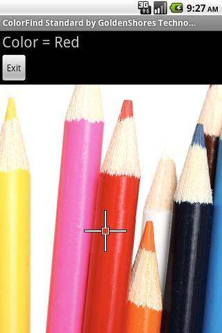 Imagem do aplicativo: na letras brancas numa lista de fundo cinza se le Color Find Standard. Abaixo sobre uma lista mais larga preta, escrito em cinza cor igual a vermelho. em seguida um botao de sair. Abaixo o aplicativo está apontando para a imagem de varios lápis coloridos e o cursor está sobre o lápis vermelho que o aplicativo identificou
