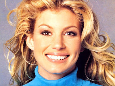 Faith Hill Cute Smiling Wallpaper