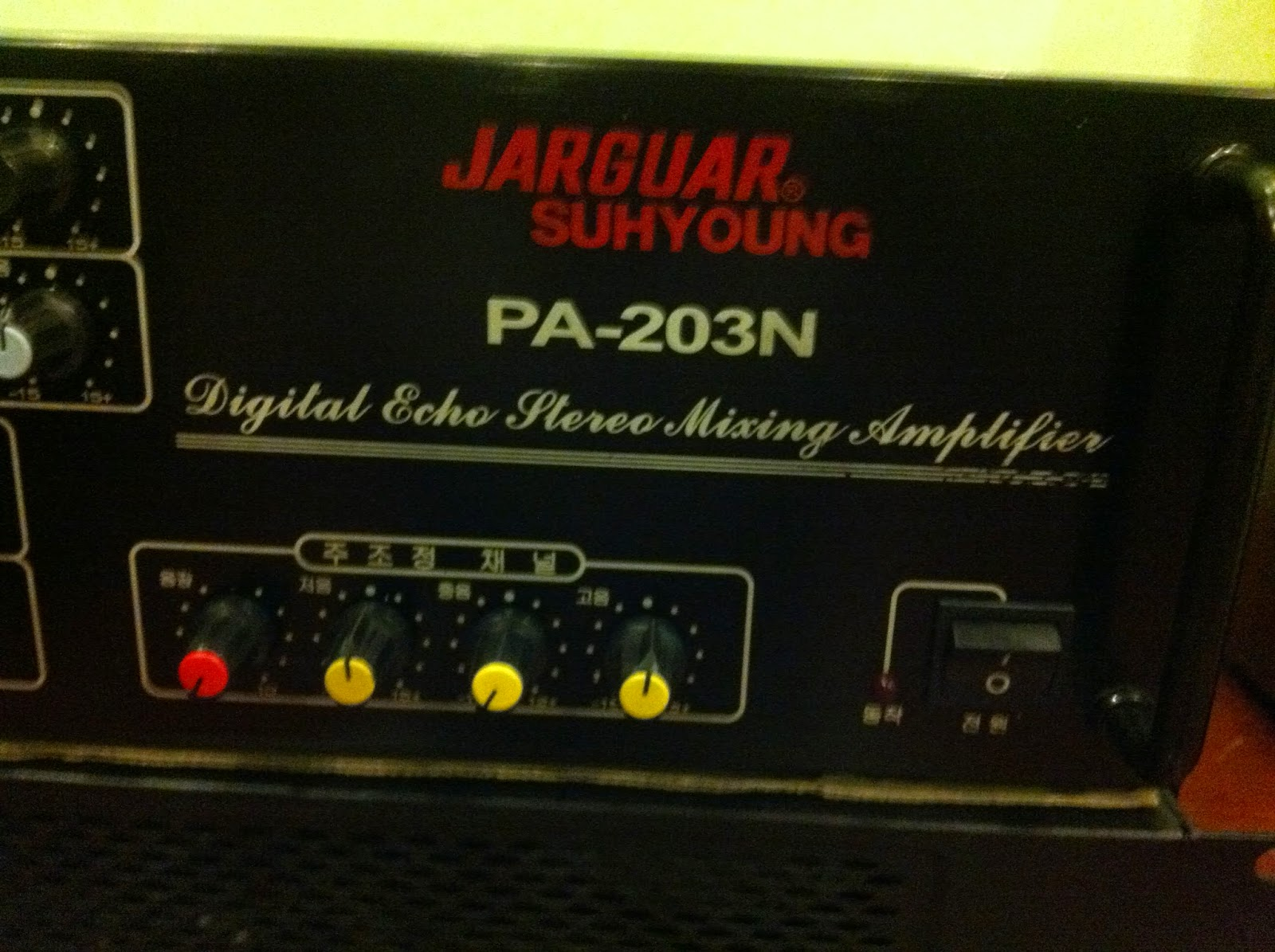 Cận cảnh logo Jarguar 203N