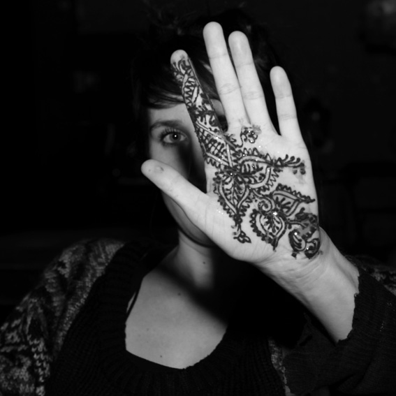 mehndi, photo de main de femme, tatouage au henné, henna tattoo design, woman hand, © dominique houcmant