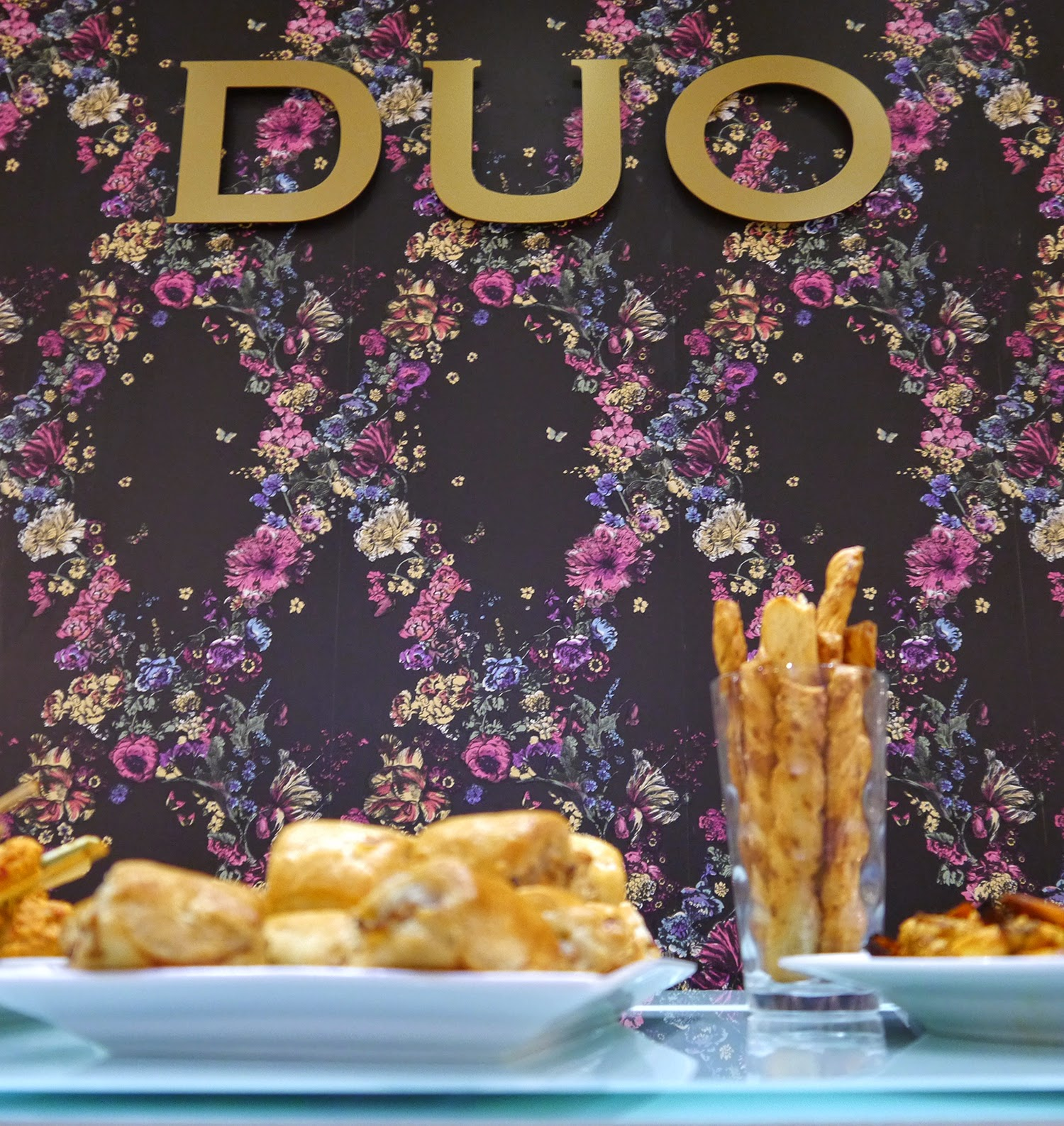 DUO, Edinburgh event, Blogger event, Scottish bloggers, blogging duo, autumn style, footwear, shop, snacks, boots, Wardrobe Conversations, #boottribe, #DUOBootTribe, Duo Boot Tribe, purple wallpaper, patterned wallpaper