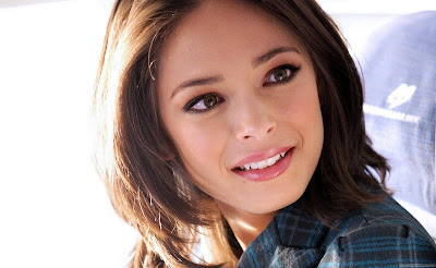 Kristin Kreuk Actress HD Wallpaper-1600x1200