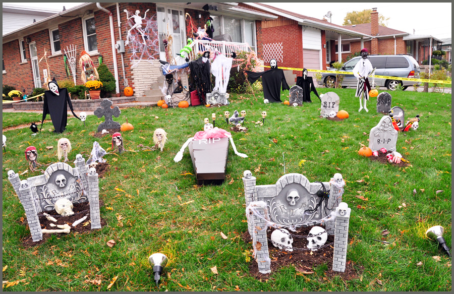 Bangladesh canada and beyond some halloween decorations in toronto - Halloween decorations toronto ...