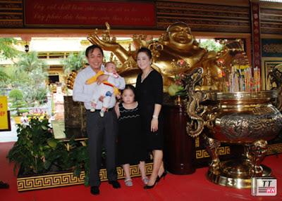 Bà Phương Hằng cùng chồng là ông Huỳnh Uy Dũng.