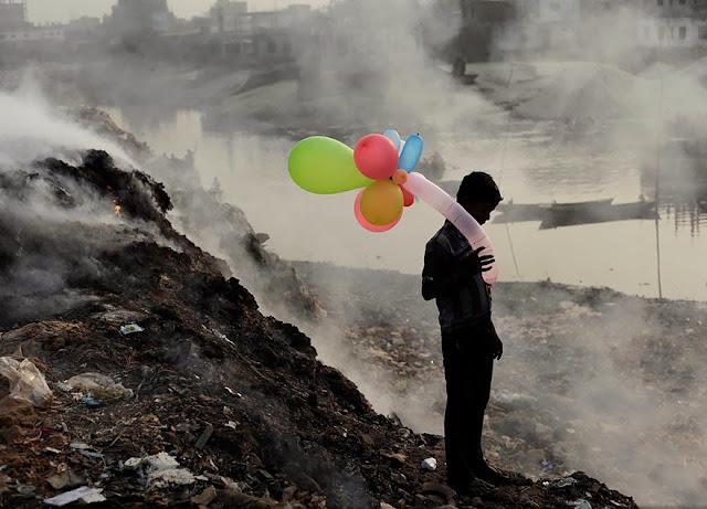 «Жизнь у загрязненной реки». Эндрю Бираж (Andrew Biraj).