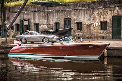 Yate y auto clásico
