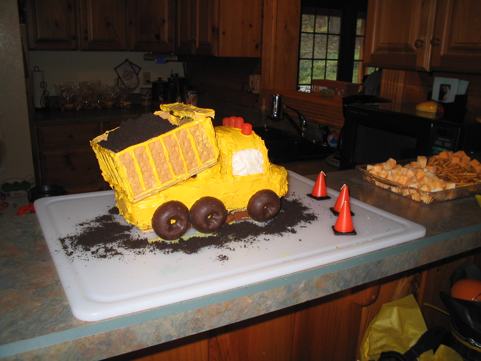 Dump Truck Cake Design : Half-a-Hundred Acre Wood: A Construction-Themed Party