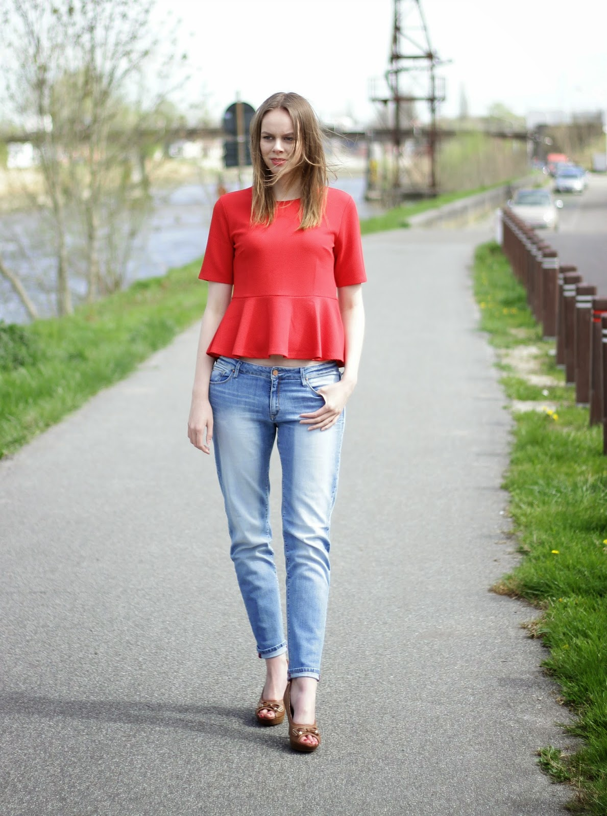 outfit red plum subtle boyfriend jeans
