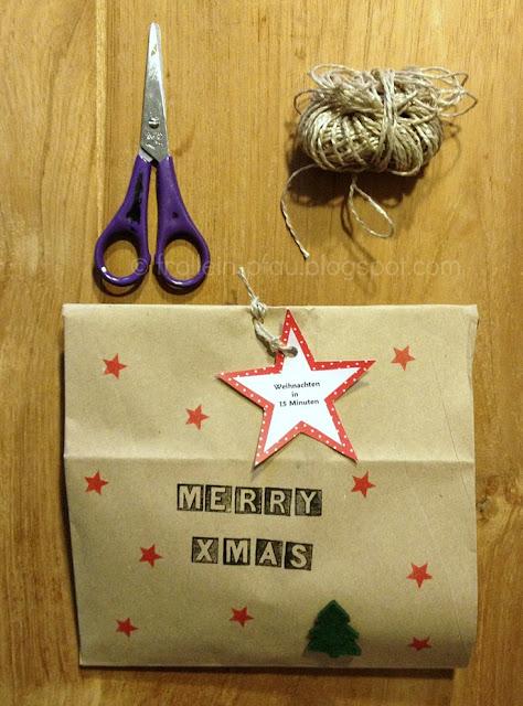 Weihnachtsgeschenk, Weihnachten, Geschenkidee, kleines Weihnachtsgeschenk, Kindergarten, Kinder, Erzieherinnen, Basteln, DIY, Kindergärtnerinnen, Kindergärtnerinnengeschenk, Wichteln, Wichtelgeschenk, Geschenktüte, Weihnachtsgeschenk selber basteln, Biomüll, Lebkuchen, Kerzen, Stempel, Frollein Pfau