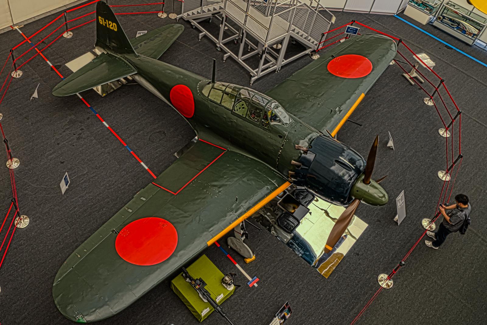 上から見下ろした零式艦上戦闘機の写真 HDR