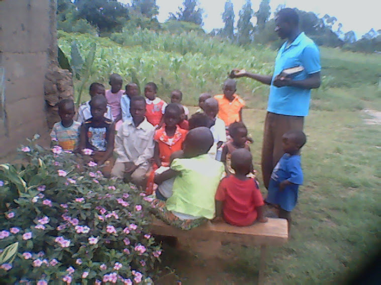 CHILDREN LOVE TO HEAR THE WORD OF GOD...OUTSIDE..