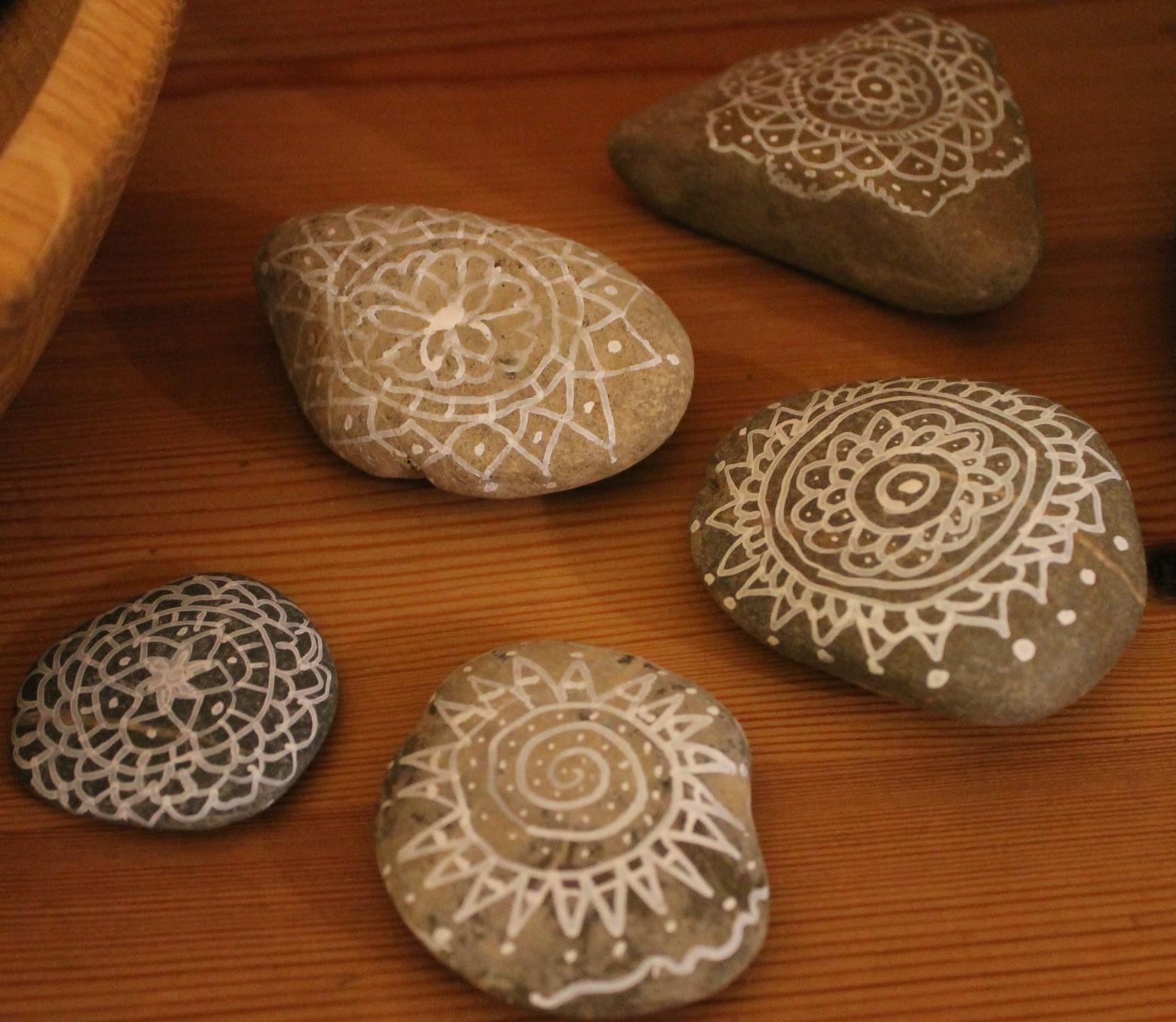 steine anmalen cheap steine bemalen zum basteln mit ideen ideen mit steinen with steine anmalen. Black Bedroom Furniture Sets. Home Design Ideas