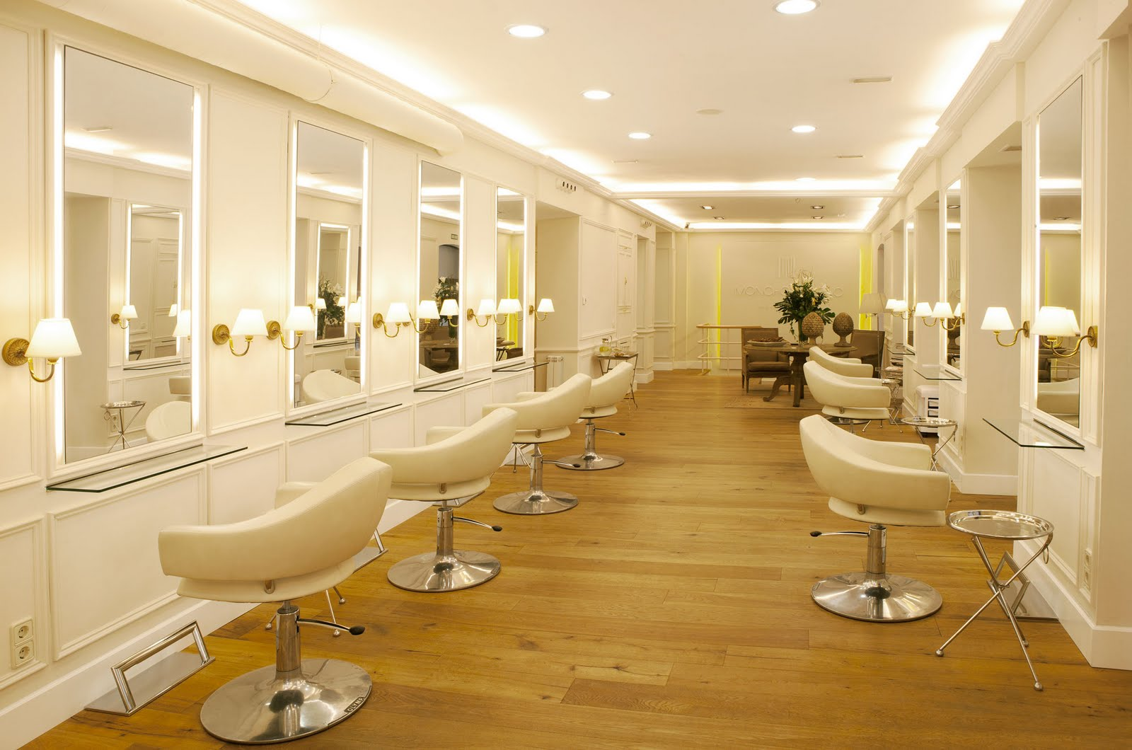 Moncho moreno estilista abre una lujosa peluquer a en madrid miss and chic blog - Los mejores salones decorados ...