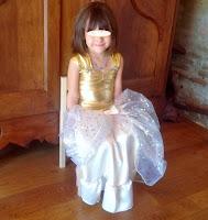 http://amandille.blogspot.fr/2013/11/tuto-couture-gratuit-le-costume-de.html
