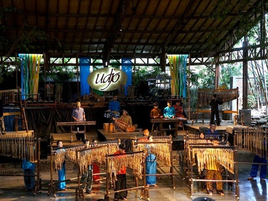 Wisata Seni Budaya Angklung di Bandung - Udjo