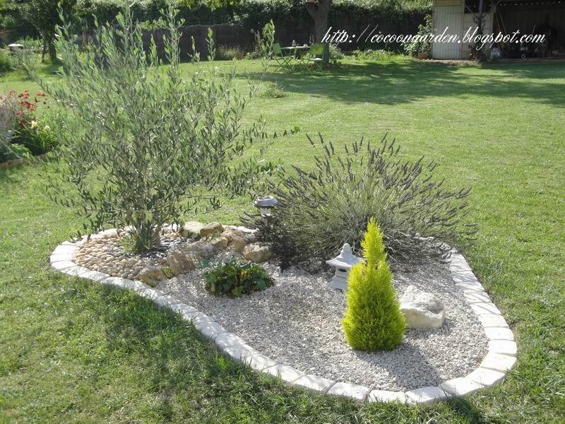 Cocoon garden premi re s rie de pav s install e for Bordure autour d un arbre