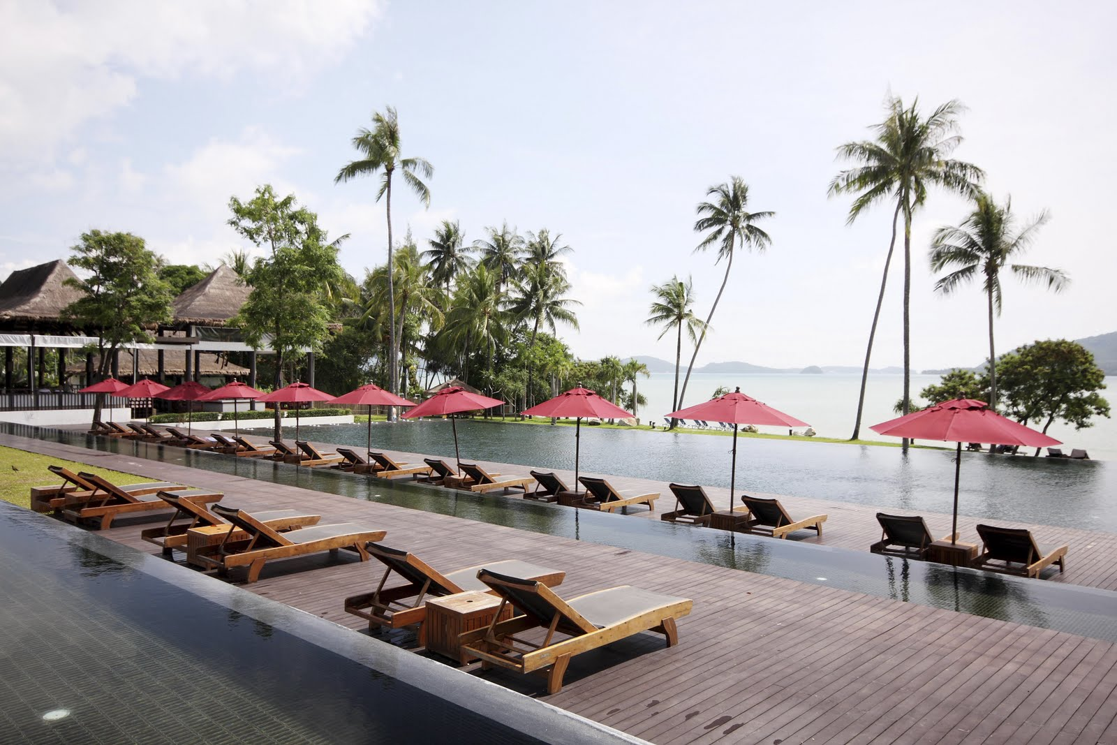 http://4.bp.blogspot.com/-sr2O4HE_aS4/Tidnoos_uLI/AAAAAAAAQNM/g-7VkIaMfu8/s1600/006_The+Pool+The+Vijitt+Resort+Phuket.jpg