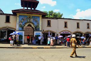 Канди: государственный флаг, храмы и сувениры