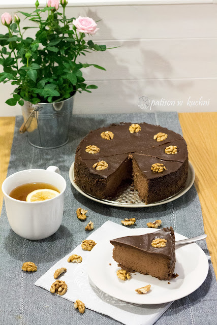 Potrójnie czekoladowy sernik z nutą kawową.