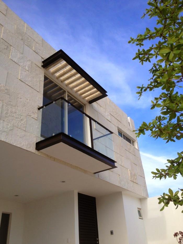 Fachada de balcon con acabado minimalista