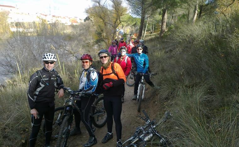 Senda en noviembre junto a los rios Duero y Duratón, en Peñafiel