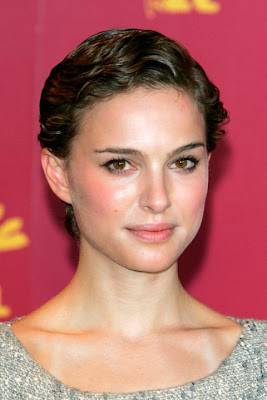 Natalie Portman Casual Short Hairstyle Curly