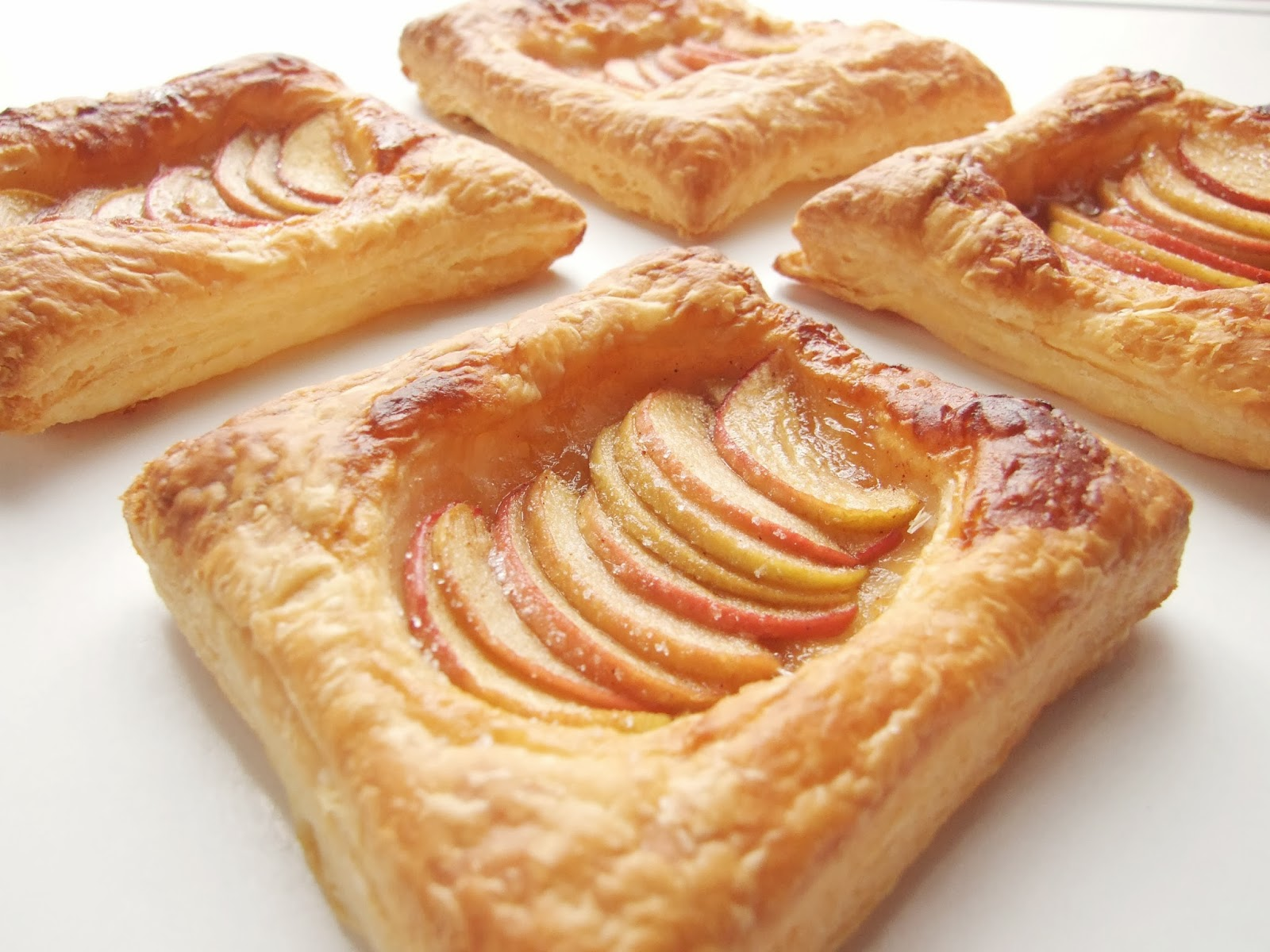SIMPLE APPLE TARTS. | Gathering Beauty