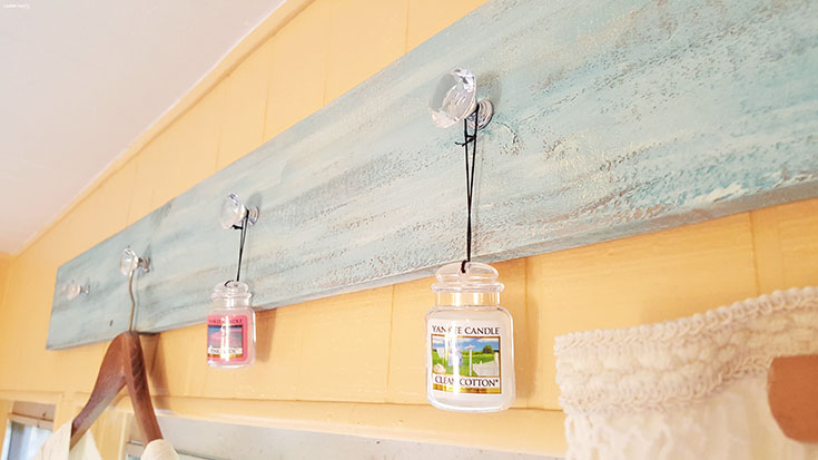 Cute and functional, this laundry hanger is the perfect way to add a little bit of fun to your laundry room! Make it yourself with this DIY tutorial...