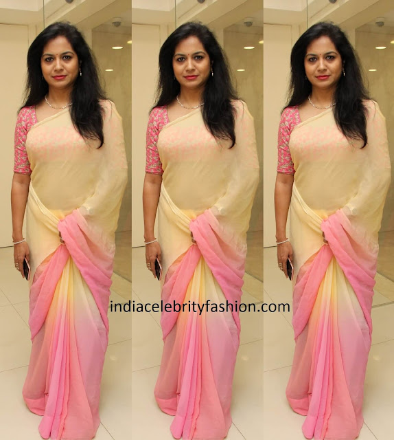 Singer Sunitha in Plain Chiffon Saree